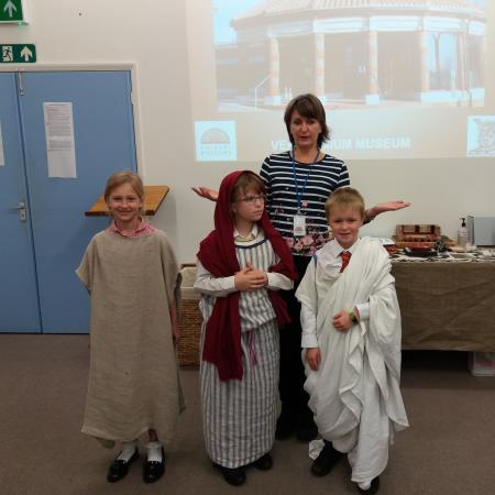 Year 3 learn about Roman life